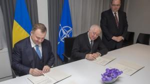 НАТО и Украина подписали дорожную карту по оборонно-техническому сотрудничеству