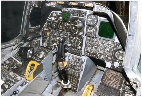 вид кабины самолета а-10