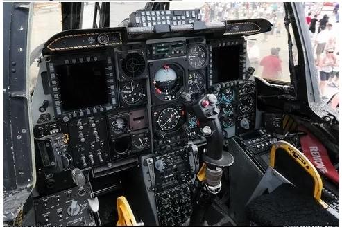 снимок кабины А-10 после модернизации