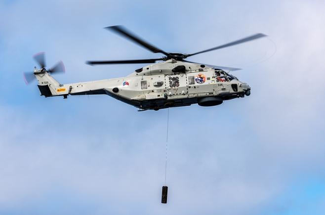 вертолет нато на учениях в море
