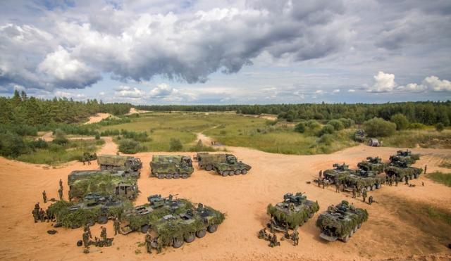 Боевые подразделения НАТО пересекают границы Прибалтики