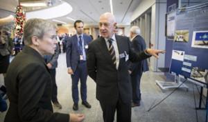 Заместитель генерального секретаря НАТО Роуз Готтемюллер на выставке
