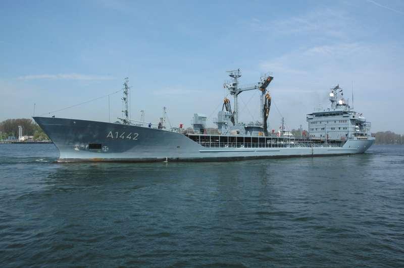 судно обеспечения НАТО