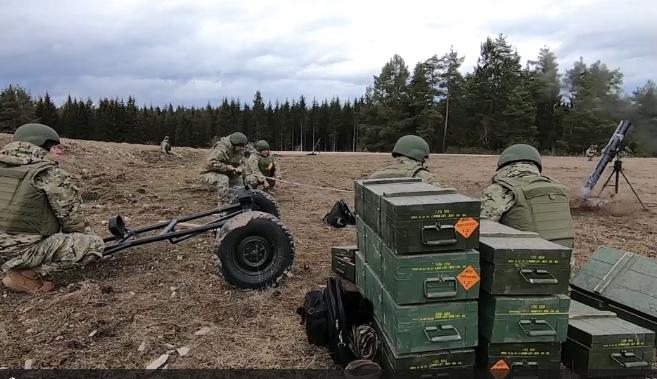 грузинские солдаты на учениях