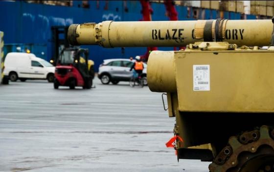 2 танк абрамс в порту Германии