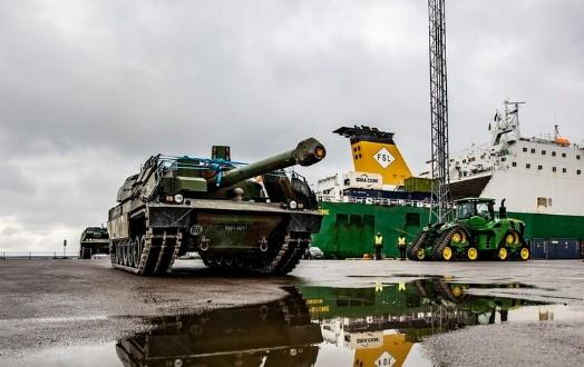"""Главный боевой танк Leclerc высаживается в Эстонии / Фото """"Эстонские силы обороны"""""""